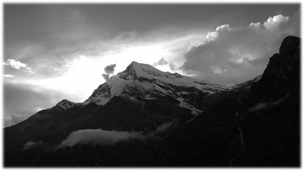 14-11-_nepal-black
